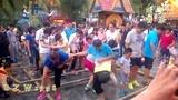 中国.西双版纳 - 勐巴拉娜西场外互动夹脚舞 -  制作 青蛙表哥