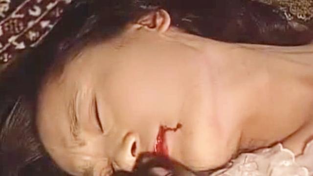 畜生汉奸欺负女子,6岁女儿目睹母亲被杀,惨不忍睹