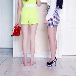 """美女体重计坏了?这智商看得我也是醉了~《美腿传奇》欲看完整影片请登录www.bale.cn,搜索""""美腿传奇""""。"""
