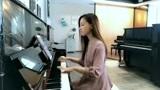 美女钢琴弹奏《只要平凡》简直太好听了