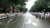 四川仁寿牺牲民警遗体告别,数万市民夹道送别