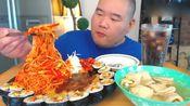 韩国吃货大胖哥,吃寿司卷+香辣拌面+冰可乐,大口吃的真解馋