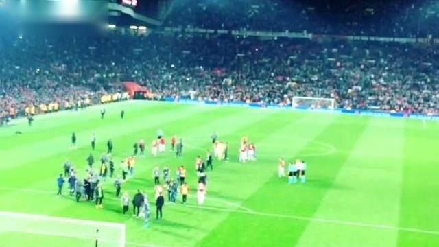 欧联曼联PK塞尔塔:全场球迷齐声高唱曼联队歌,令人热血沸腾