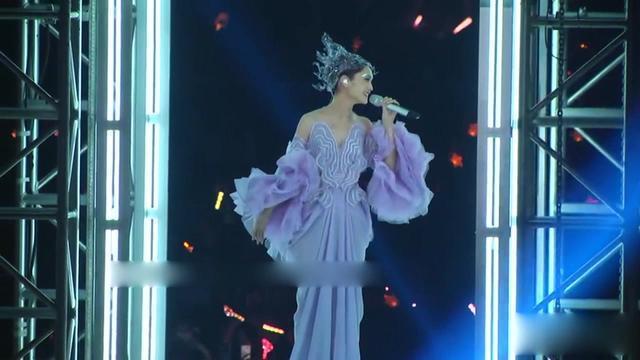 杨丞琳演唱会赤脚上台向歌迷道歉 原因令人心痛