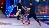 青春有搏击:两位泰拳选手对战,不断提膝出拳,非常激烈
