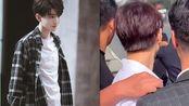 王俊凯遭陌生人强行搂肩,不知用意何为,小凯帅气化解