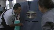 满堂爹娘:继母让儿子带父亲遗像逛北京城,儿子却给遗像做个布罩