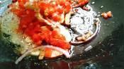 乌冬面韩华喜欢2种吃法:用番茄碎炒,用牛腩煮乌冬