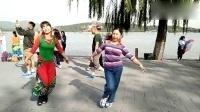 陕西愣娃逛北京,舞蹈,火辣辣的情,火辣辣的爱。表演者,刘金绒,袁亚敏,拍摄地点,北京颐和园。