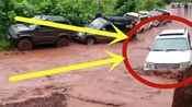 暴雨过后,司机把车当船开,不是拍下谁信!