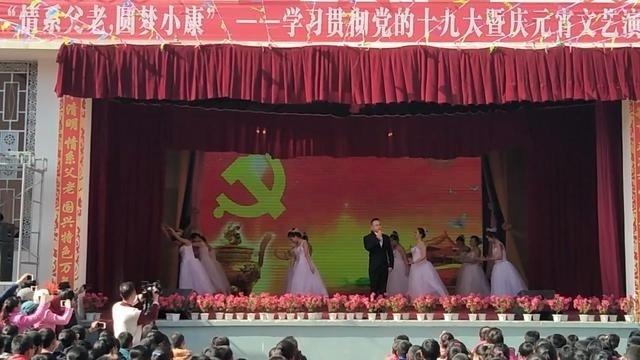 庆元宵,会宁四中老师在晚会上献唱一曲《向往》歌曲