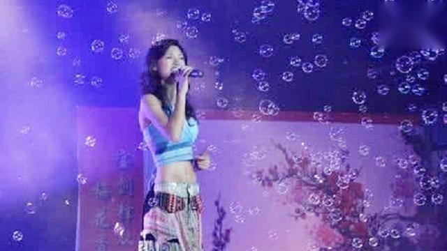 一曲《我的九寨》为九寨沟地震惋惜,声音宛如天籁,一听就爱上她