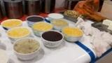 早上起了个大早去吃早餐,两碗粥+两笼小笼包+两块豆腐=14元!划算
