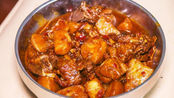 排骨不要糖醋排骨了,教你土豆炖排骨做法,入口酥烂,满口留香