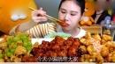 韩国小姐姐挑战美食,吃一大盘糖醋排骨,一口一个也太爽了吧