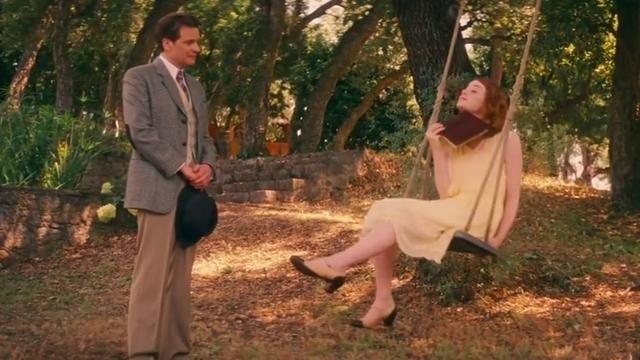 《魔力月光》片段:荡秋千的艾玛·斯通表白科林大叔
