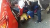 老太太碰瓷保时捷讹司机 躺地3小时被路人抬走-案情聚焦---2-搜狐警法