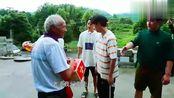 《向往的生活》何炅黄磊亲自送礼物给村民,村民却说了这样一番话
