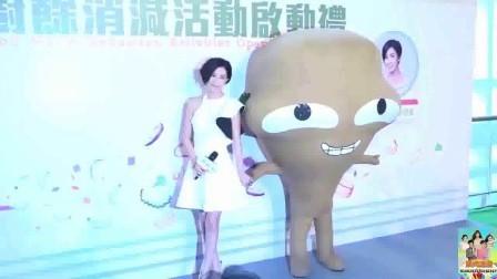 七魔女相识10周年!42岁佘诗曼率姐妹秀美腿庆祝