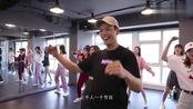 陈伟霆《亚洲文化嘉年华》彩排花絮:为了把齐舞练好,不断彩排