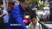 爸爸回来了:王元也与爸爸外出紧紧抓住爸爸的手