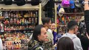 锋味2018?网友圣彼得堡偶遇谢霆锋林依晨 街头拍摄超随和-搜狐视频娱乐播报2018年第3季-搜狐视频娱乐播报