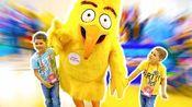 埃里克参加动画片游园活动,捕捉愤怒的小鸟!