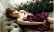 日本女星桥本奈奈未床上做运动 秀修长美腿