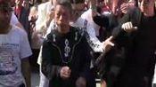没有最尴尬 只有更尴尬!火爆朋友圈的郑州人民公园尬舞 搞笑视频