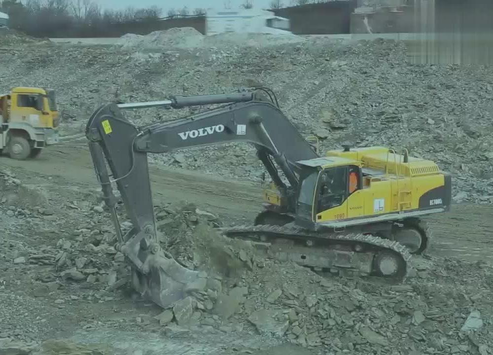 沃尔沃挖掘机的卖点,比卡特舒适性高,比小松力气大