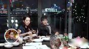 郭碧婷向佐在餐厅吃饭时 向佐突然提及自己曾遭遇过校园霸凌