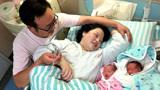 25岁孕妈顺利生下双胞胎,婆婆奖励50万,却被产妇直接扔进垃圾桶!