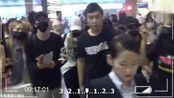 薛之谦高磊鑫复合后现身机场,粉丝高喊:老薛,要幸福!