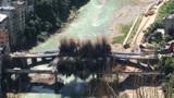 实拍重庆巫溪大桥爆破现场 3秒成灰烬
