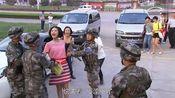 美女特种兵乔装渗透,撒泼大闹电视台,蓝军士兵拿她没办法