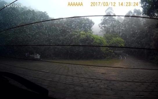 神车长安CS75大雁山爬坡车尾视频