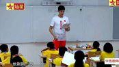 孙杨向学生介绍陆游的生平事迹,为爱国做出行动,将精神传递下去