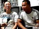[拍客]瘫痪女子坐轮椅陪丈夫摆地摊 最想站着陪他看彩虹十堰SEO www.junhanseo.com