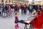 古筝版《欢乐斗地主》,外国小孩都听呆了,太有特色了
