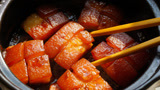 我家每天都馋这个东坡肉,一块肉一碗米饭,软糯咸香,上桌吃光光