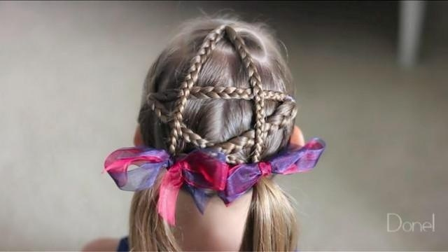 二分钟宝妈创意编发:红星闪闪迎春来,五星发型最可爱