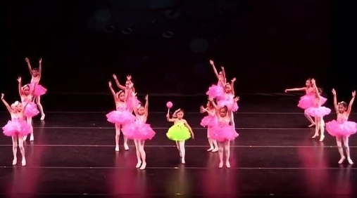 幼儿园亲子手工之舞蹈视频,儿童舞蹈棒棒糖,又可爱又甜美的!