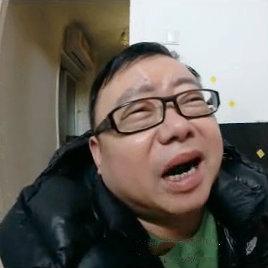 """新交规的出炉,有木有让开车的盆友们头疼,不过,能倒霉成这样,也是绝了!《求求你药别停》欲观完整影片,请登录www.bale.cn搜索""""求求你药别停"""""""