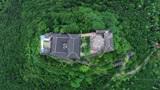 贵州有人在1888米高山峰上建了房子,还通了电,谁会在这里住