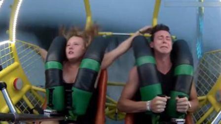 少女乘坐弹弓椅被吓晕 手脚失控甩来甩去