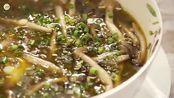 《孤独的美食家》叔吃四川的泡菜鱼,喝了一口汤,辣极了