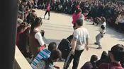 郑州人民公园大爷大妈上演奇葩尬舞从抽筋舞到打舞