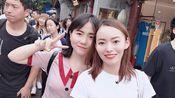 董妞妞陪朋友逛北京最著名、最古老的胡同街区之一:南锣鼓巷,下雨天人挤人,不来后悔,公主府太气派,老北京四合院原来长这样,探秘真正的胡同四合院,和想象中不一样~
