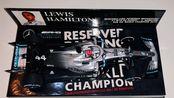 迷你切1/43 梅赛德斯w10 汉密尔顿美国站世界冠军加冕展示