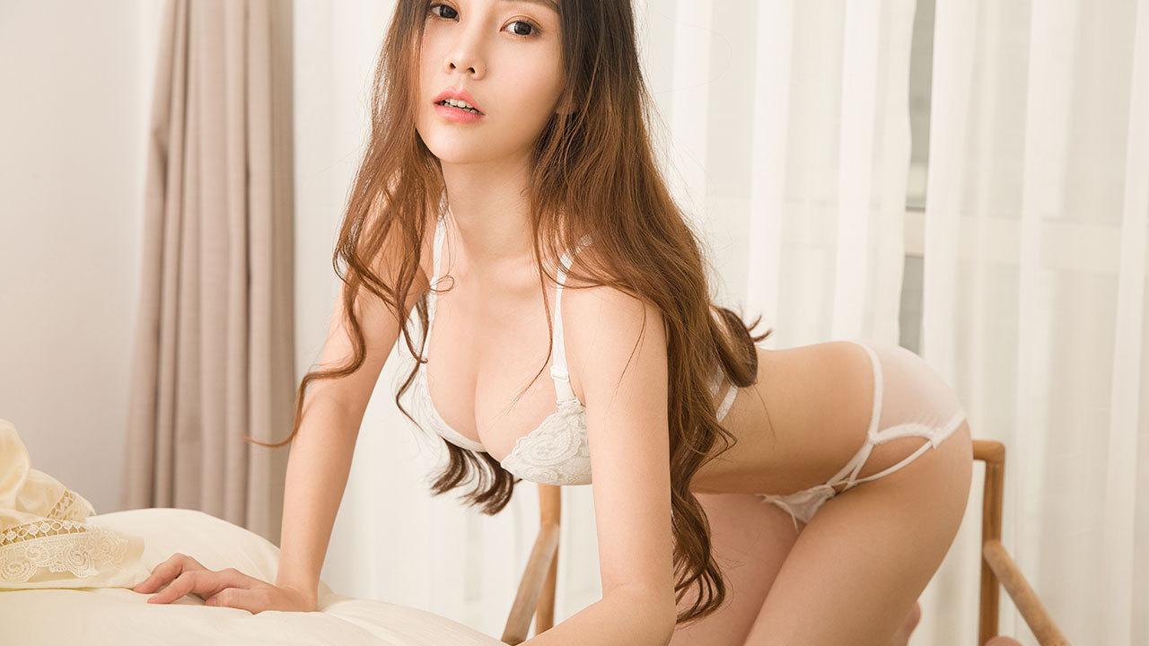 清纯学妹小超人juno为求刺激展露事业线